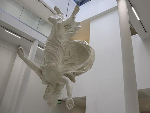 Imagen grande de exhibición de Alexis Minkiewicz en museo marco la boca